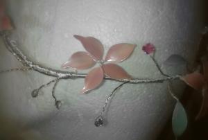 Corona de flores de esmalte